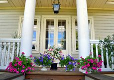 hus med kolonner. royaltyfri foto