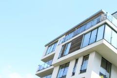 Hus med lägenheter Royaltyfria Foton