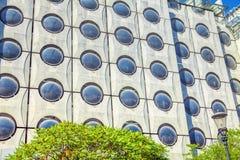 Hus med runda fönster arkivbild