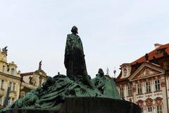 6 1915捷克被架设的hus 1月7月纪念mesto老布拉格共和国正方形凝视城镇视图 架设7月6,1915 图库摄影