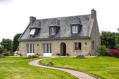 Hus nära Lanvallay (Dinan, Brittany) Arkivfoto