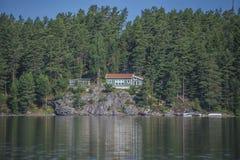 Hus nära stranden på hav fem Royaltyfri Fotografi