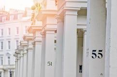 Hus nummer 55 på den vita pelaren i London Royaltyfria Foton
