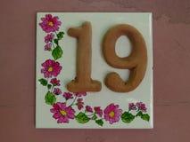 Hus nummer 19 på väggen Arkivbild