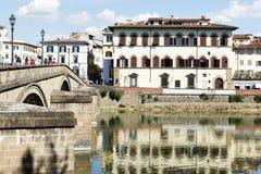 Hus och flod Arno Florence Fotografering för Bildbyråer