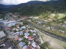 Hus och flod för Panama överblickstad Royaltyfri Fotografi
