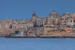 Hus och grannskapar i Malta Royaltyfri Fotografi