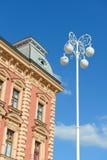 Hus och streetlamp Fotografering för Bildbyråer