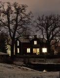 Hus och träd i Stockholm Arkivfoto