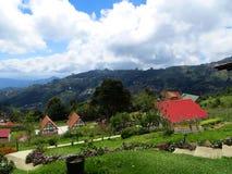 Hus och trädgård, Colonia Tovar Venezuela Royaltyfri Fotografi