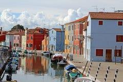 Hus på ön av BURANO nära Venedig i Italien Arkivbild
