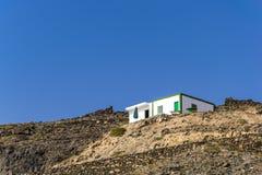 Hus på överkanten av kullen Arkivfoton
