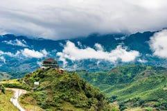 Hus på berget, Sapa, Vietnam Royaltyfri Foto