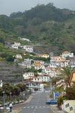 Hus på bergssidan Arkivbilder