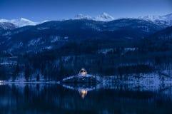 Hus på Bohinj sjön Arkivfoto
