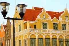 Hus på Curacao royaltyfria foton