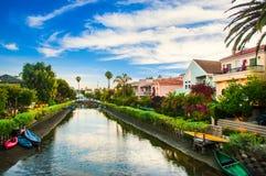 Hus på de Venedig strandkanalerna i Kalifornien Royaltyfria Foton