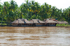 Hus på den mekong floden, Laos. Royaltyfria Foton