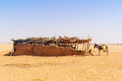 Hus på den Sahara öknen Arkivfoton