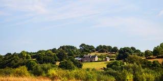 Hus på en kulle i Normandie, Frankrike arkivbild