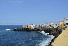 Hus på en kustlinje, Tenerife, kanariefågelöar, Spanien, Europa royaltyfria foton