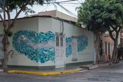 Hus på ett hörn i Lima Fotografering för Bildbyråer