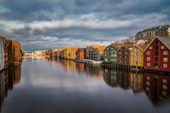 Hus på fjärden i vintern Trondheim Royaltyfri Foto
