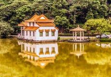 Hus på floden i Kina Fotografering för Bildbyråer