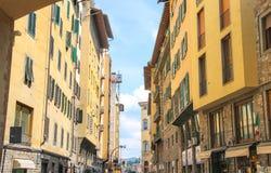 Hus på gatan av den forntida Florence Arkivbild