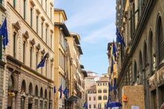 Hus på gatan av den forntida italienska staden Florence Arkivbilder