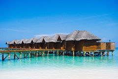Hus på havet - Maldiverna Royaltyfria Foton