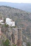 Hus på kanten av klippan Arkivbilder