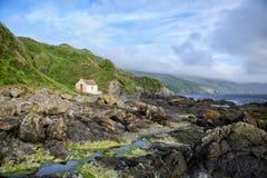 Hus på kust royaltyfri foto