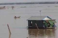 Hus på Mekonget River Arkivfoton