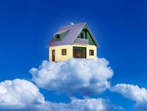 Hus på moln Arkivfoton