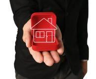 Hus på röda sammetaskar. Royaltyfria Bilder
