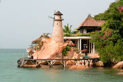 Hus på sjösidan Arkivbild
