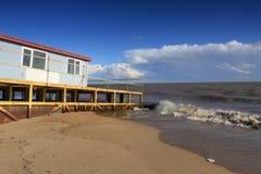 Hus på stranden Royaltyfria Bilder