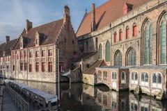 Hus på vattnet, Bruges, Belgien Royaltyfri Fotografi