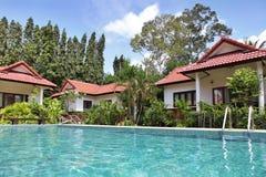 hus pool tropiskt arkivfoton