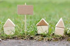 Hus som är till salu eller redan ar såld Royaltyfri Foto
