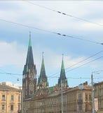 Hus som bygger Det mest högväxt och det mest härlig är templet av Olga och Elizabeth Dess skarpa pupas är i den blåa himlen Fotografering för Bildbyråer