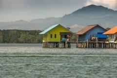 Hus som byggs på palafitosfjärden av Phang Nga Thailand royaltyfria bilder
