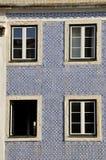 Hus som dekoreras med azulejos, Portugal Arkivbild