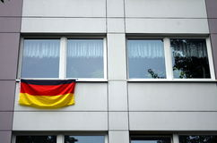 Hus som dekoreras med den tyska flaggan Arkivbilder