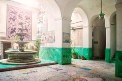 Hus som dekoreras med keramik Arkivbilder