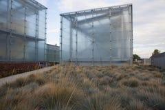 Hus som göras av exponeringsglas Arkivbilder
