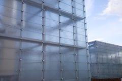 Hus som göras av exponeringsglas Arkivfoto