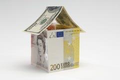 Hus som göras av pappers- valuta Royaltyfria Bilder