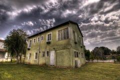 hus som ser gammalt Arkivbilder